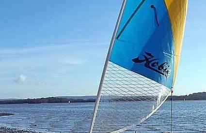 Hobie Revolution 11–Complete sail rigging installation